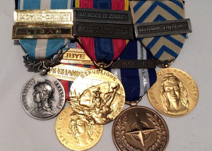 Montage décorations Médailles Pendantes