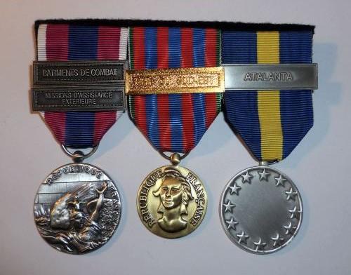 m daille et d coration militaire agrafe drapeaux et honneur